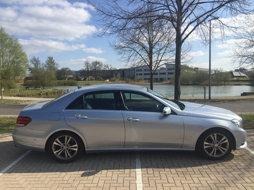 Airport transfer in UK with Mercedes Saloon by Transfers 4U - Cambridge Taxis